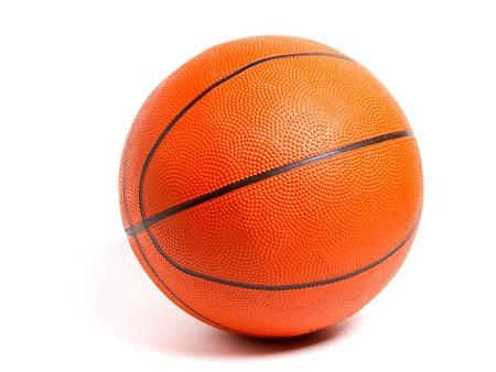 panier basketball: ballon de basket isol� sur fond blanc