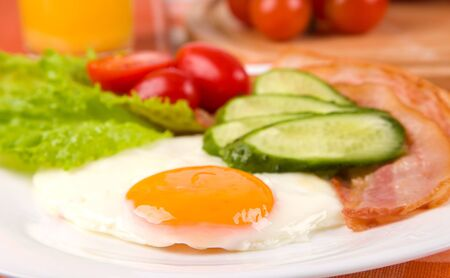 fried egg with fresh vegetables on plate Stock Photo - 11882408