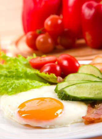 fried egg with fresh vegetables on plate Stock Photo - 11882406