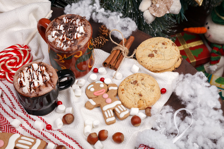 two cups of cocoa and cookies in the cristmas decorations Stok Fotoğraf