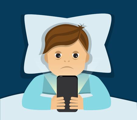 疲れてベッドで横になっている男と携帯電話を保持しているために眠ることができません。