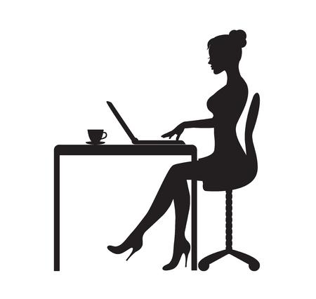 zwart silhouet van een vrouw die aan een tafel zit met een laptop. Op tafel staat een mok met thee