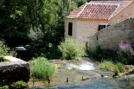 molino de agua: Croacia, molino de agua, parque nacional KRKA Foto de archivo