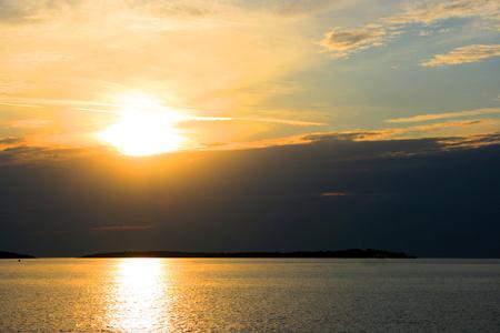 reflexion: la puesta del sol reflejo en el mar, Croacia