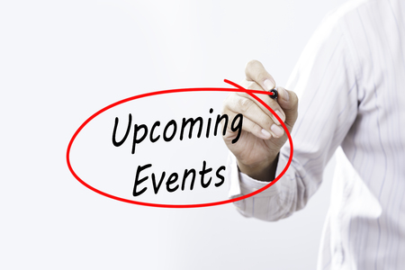 実業家の手は、透明板、イベント コンセプトをマーカーでの今後のイベントを書く。