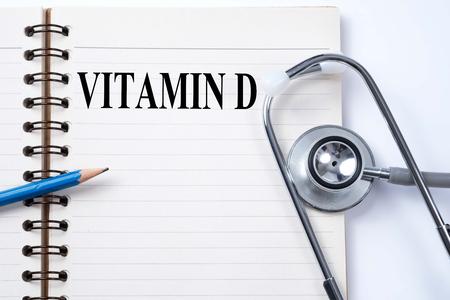ノートと鉛筆ビタミン D 言葉医療概念としての聴診器。