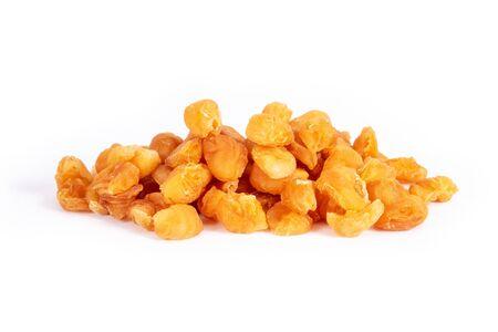 Golden dried longan fruit isolated on white background. Imagens - 133374711