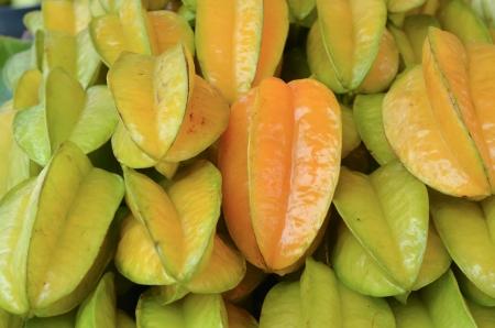 fruta tropical: montón de fruta tropical o fruta Carambola fue gestionado