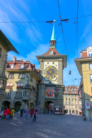 Bern, Switzerland - Oct 17 2018 : Astronomical clock on the medieval Zytglogge clock tower in Kramgasse street in old city center of Bern, Switzerland. Archivio Fotografico - 125083235