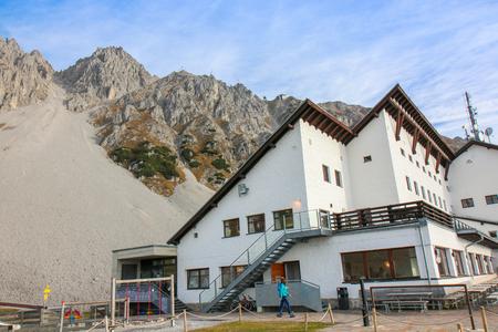 the restaurant on the top of the from Hafelekarspitze mountain. Innsbruck from the top. Austria landmark, Tirol, Austria 新聞圖片