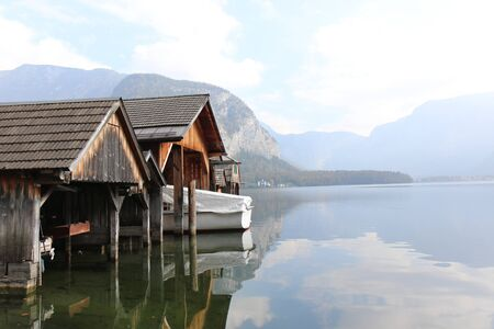 Pier of wooden planks, Boatshed on the River in house. 版權商用圖片