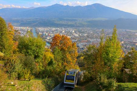 Innsbruck, Austria - oct 18, 2018. Hungerburgbahn with wagon funicular in Innsbruck, Austria 新聞圖片