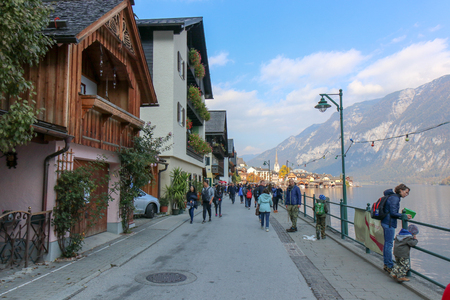 A view from the Buildings and nature of hallstatt, austria 新聞圖片