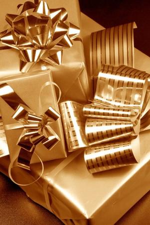 three gift boxes: Tres cajas de regalo