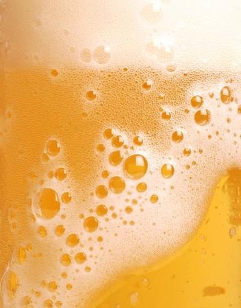 brew beer: Vaso de cerveza Close-up con espuma