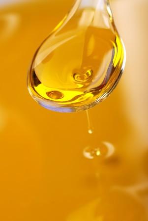 Een lepel met een olijfolie