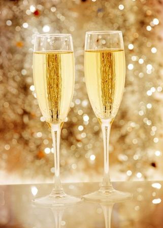 Twee elegante champagneflutes hoge resolutie afbeelding