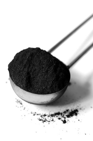 Activado tiro polvo de carbón con una lente macro