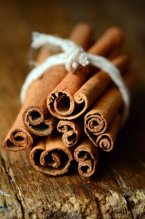 cinnamon sticks: Bunch of cinnamon sticks close up shot