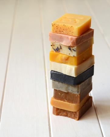 Handgemaakte zeep gemaakt met uitsluitend natuurlijke ingrediënten