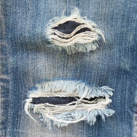 mezclilla: pantalones de mezclilla azul viejos arrancados de diseño de moda