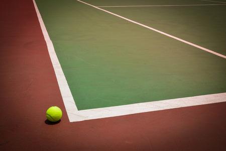 tenis: pelota de tenis en la pista verde, historial deportivo