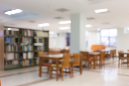 bookshelf and table desk in library, education abstract blur defocused background Stockfoto