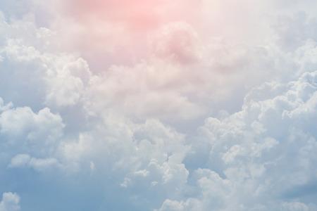 Nuvola bianca cielo coperto, cielo poco nuvoloso drammatico, astratto cielo sfondo Archivio Fotografico - 47359269
