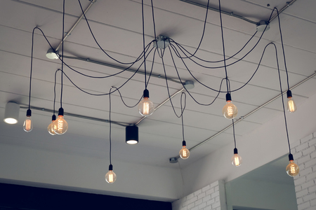 light bulb incandescent hanging decorated interior room Foto de archivo