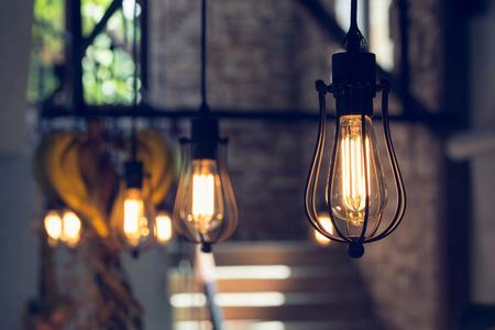 bombillo: Lámpara colgante de luz eléctrica decorar interiores casa en el día de Navidad