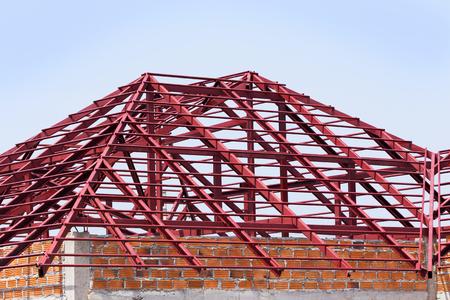 estructura: viga de acero estructural en el techo de la construcci�n de edificios residenciales