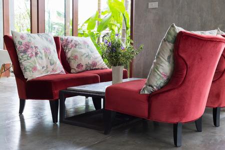 #63937491   Modernes Wohnzimmer Des Innenarchitekturlebensraums Mit Roten  Sofamöbeln