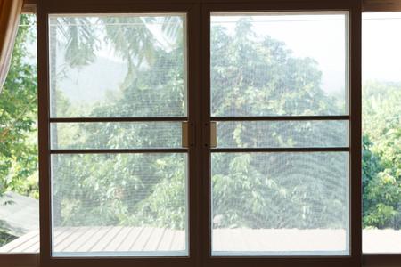 ウィンドウ蚊ワイヤー スクリーン プラスチック ネットからの保護昆虫バグ 写真素材