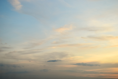 hermosa luz en el cielo de la mañana