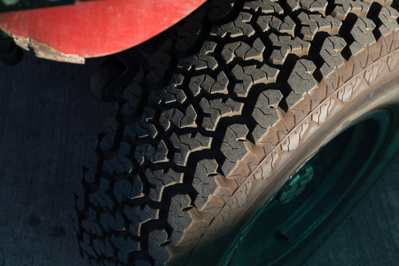 big tire wheel of strong off-road car Imagens