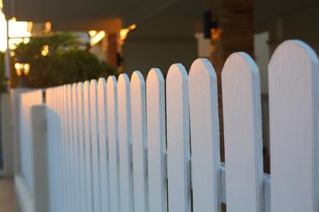 white wood fence Banque d'images - 122649982