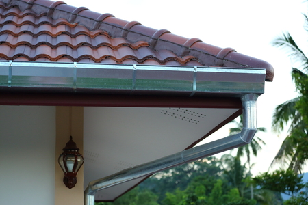 pipe stainless steel of roof gutter on residential house Archivio Fotografico - 122654928