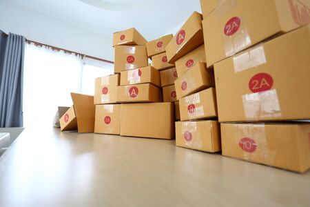 brown box post package many size preparing express delivery for consumer order in home office of freelance work online Stockfoto