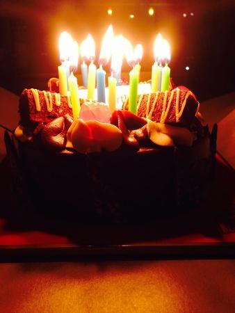 pastel cumpleaños: Pastel de cumplea?os Foto de archivo