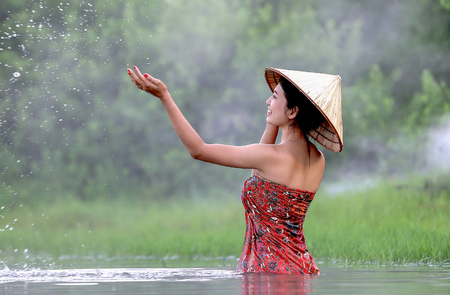 way of living: Vietnamese girl was showered in the lake. Is the way of living of people in Asia. Stock Photo