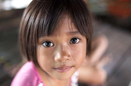 ojos tristes: Ojos de la esperanza es un niño en asiático