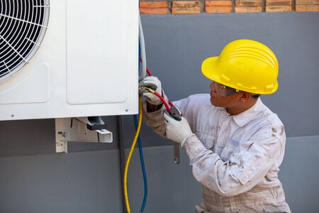 Air-conditioning installation by expert technicians