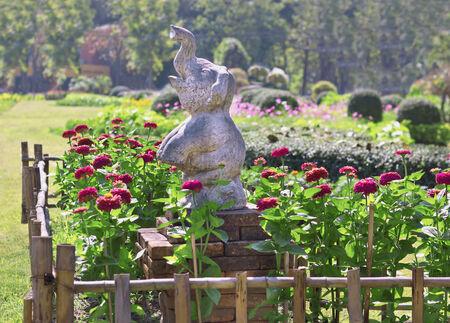 statue in park    photo