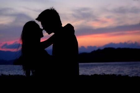 enamorados besandose: amor