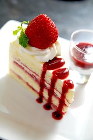 cheese cake: Cheesecake with fresh strawberries