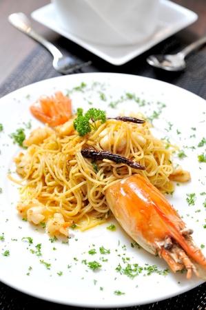 spaghett with big prawn photo
