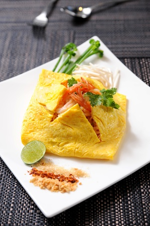 tofu: Thailands national dishes, stir-fried rice noodles (Pad Thai) Stock Photo