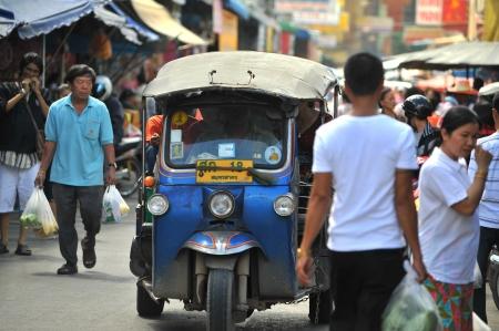 tuktuk: tuk tuk taxi thailand