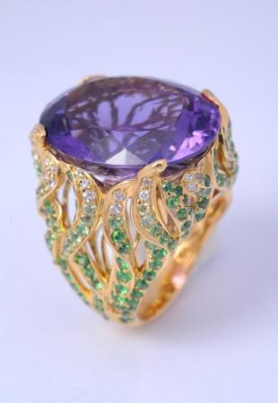platinum wedding ring: diamond ring Stock Photo
