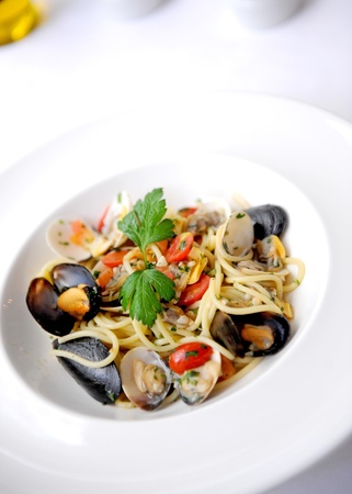 Spaghetti with mussles photo